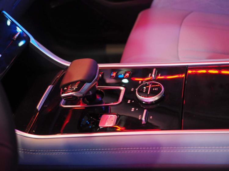 新款长安CS75 PHEV混动版北京车展亮相