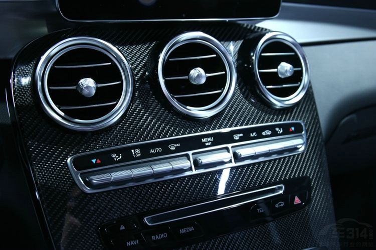 X3和Q5都换代后 奔驰在GLC内塞了个V8!