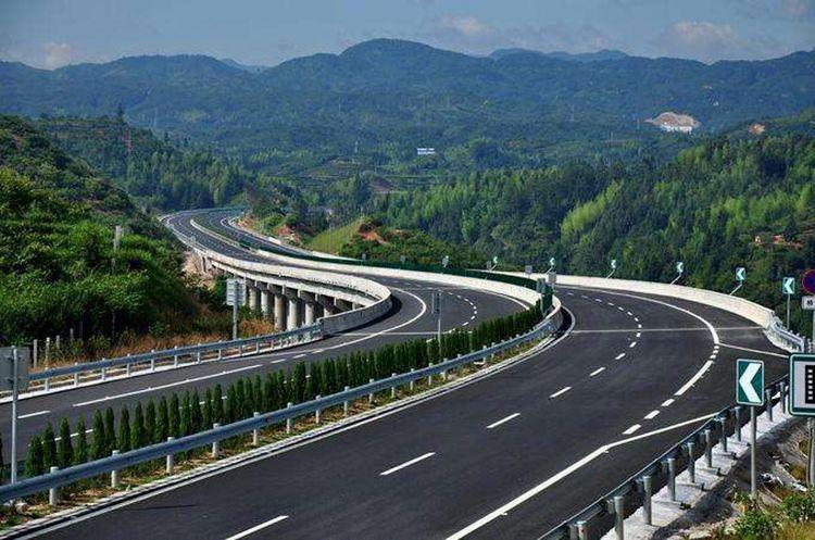 这些中国高速奇葩事 老司机的你见过几个?
