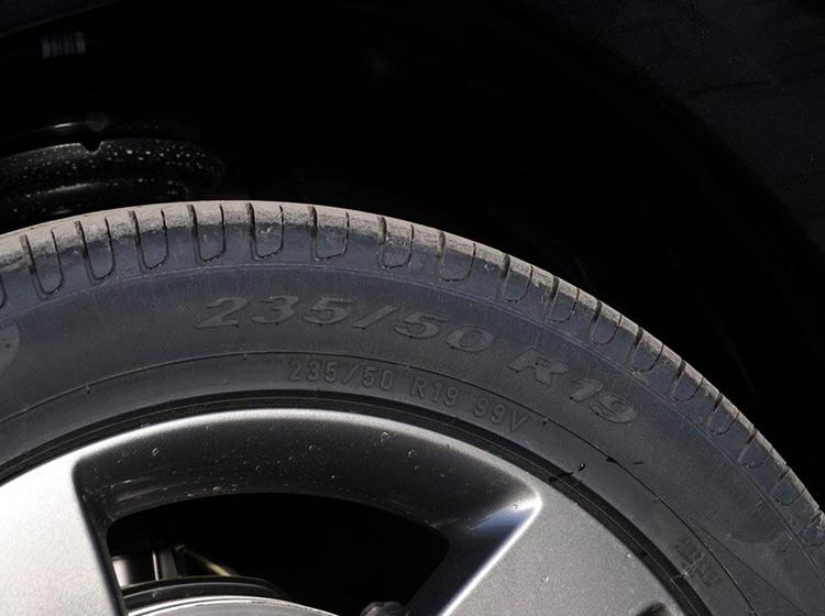左右轮宽度不一样 奔驰说:不影响使用!